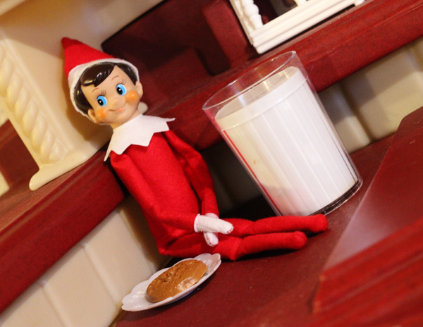 Elf on the Shelf - Making a Snack with Play Food